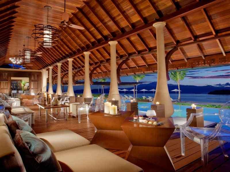 Pub and lounge at Gaya Island Resort